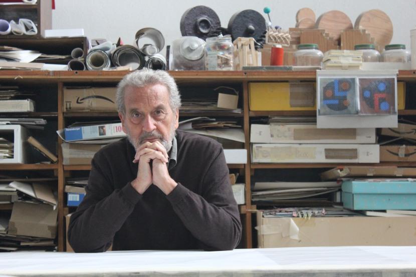 Vicente Rojo en su taller de Coyoacán, en México DF.