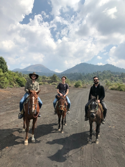 Cabalgata en el Paricutín con Max y Pablo