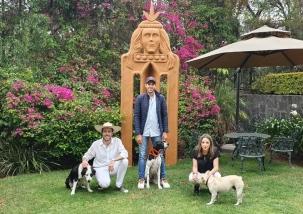 Con nuestros perros en Pátzcuaro