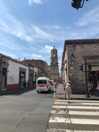 Remates de torres por las calles de Morelia