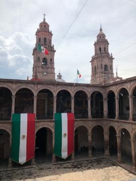 Las torres de la Catedral desde el patio del Palacio Municipal