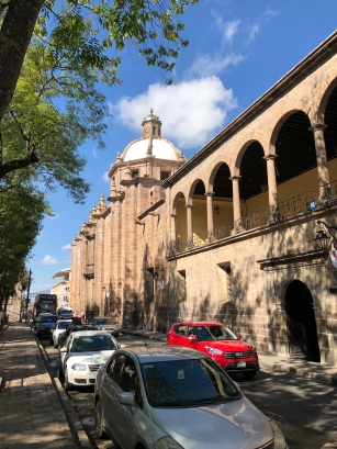 Pórtico del Conservatorio de las Rosas y Cúpula de la Capilla de Santa Rosa de Lima